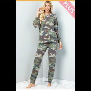 Plus Size Warm&Cozy Soft Brushed Camo Jogger Sets